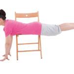 Ćwiczenia na brzuch na krześle