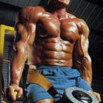 Pompki na poręczach - triceps