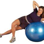 Ćwiczenia na brzuch na piłce gimnastycznej